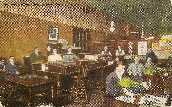 1910 Business Office Quincy Whig Quincy IL OM.jpg (39900 bytes)