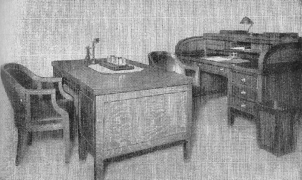 1918 Modern Roll-top Desk in Office 3.11 OM.jpg (179962 bytes)