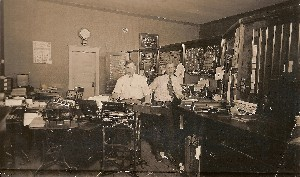 1920 Cashier and Bookkeeping Office MauritsMalm on Left OM.jpg (253683 bytes)